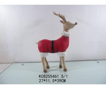 Cerf avec habit de noël rouge